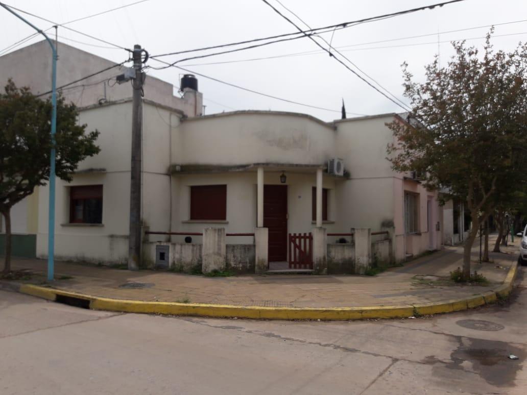 Casa en zona céntrica en Roque Perez. pcia. Bs As.
