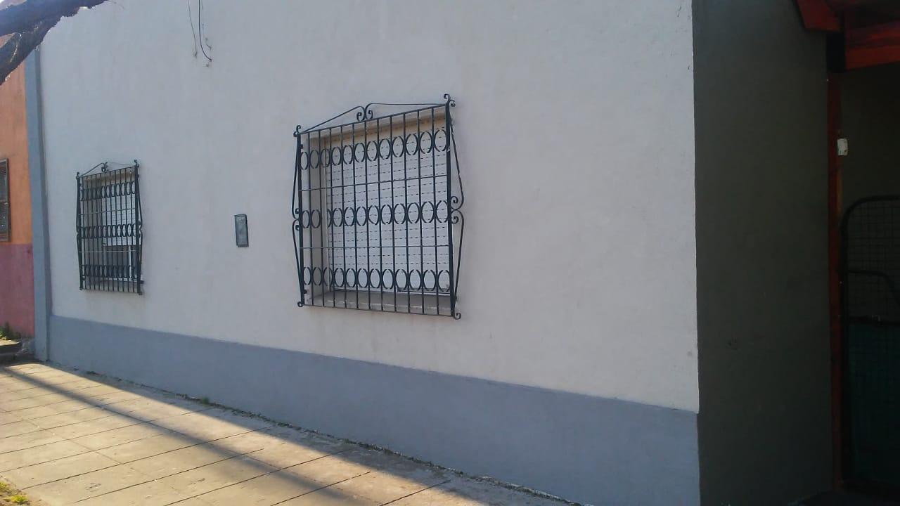 Casa quinta mas local comercial en Del Carril, partido de Saladillo 920 m2 totales