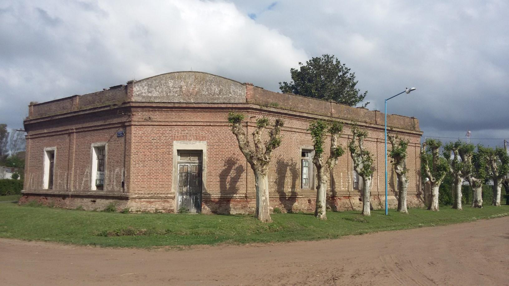 Casona, Mas Local Y Salon Elaboracion A Reciclar En Carlos Beguerie